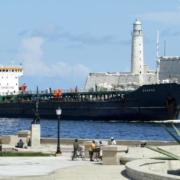 Trump sanciona más navieras por transportar crudo venezolano a Cuba