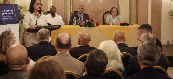 Empresarios de EE.UU. se reúnen con directivos de ETECSA en La Habana
