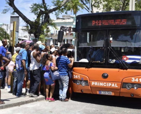 "Cuba ""reorganizes"" transportation in face of energy crisis"