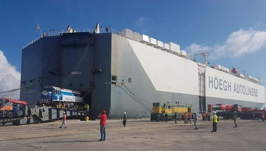 Llegan al puerto de La Habana locomotoras rusas