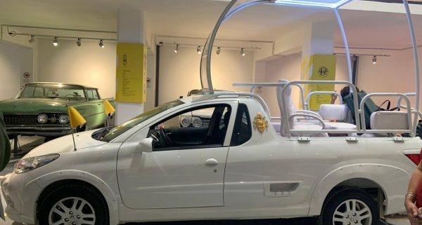Exhiben en La Habana autos del Papa Francisco