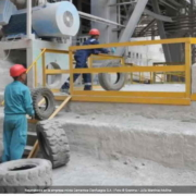 A falta de combustible, empresa mixta en Cuba quema neumáticos