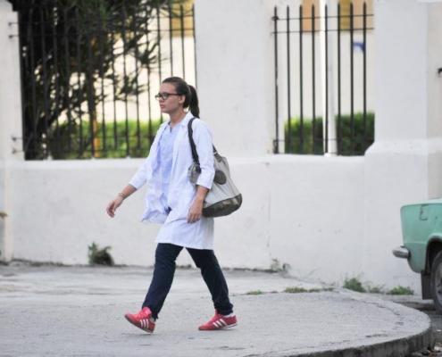 À Cuba, des étudiants en médecine à la chasse aux cas de coronavirus
