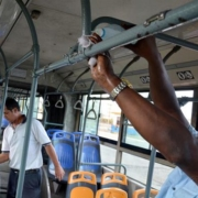 Desinfectan ómnibus en La Habana para prevenir la COVID-19