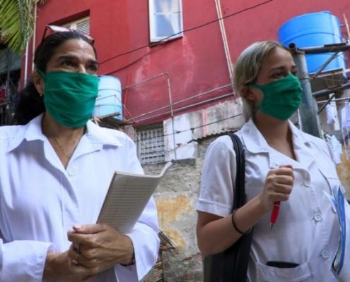 A Cuba, le porte-à-porte des étudiants en médecine pour traquer le coronavirus