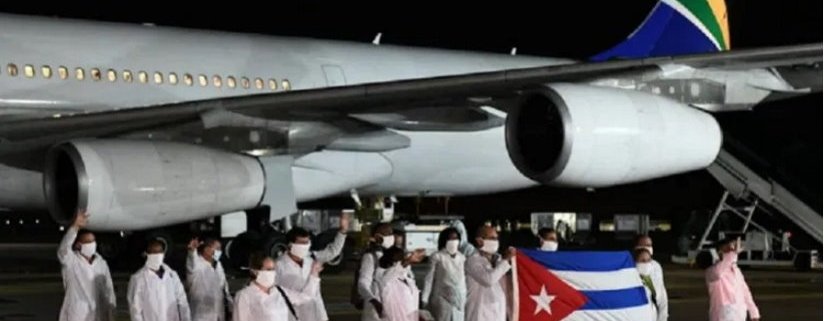 Llega a Sudáfrica brigada médica cubana que ayudará a enfrentar la Covid-19