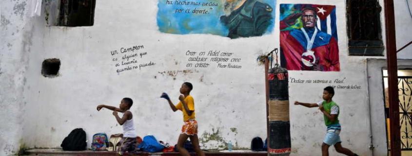 Avec des pneus et des sacs de riz, les athlètes cubains inventent des entraînements à domicile
