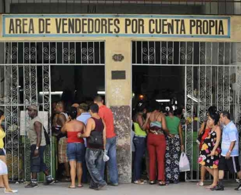Autoridades reconocen mala organización del comercio en La Habana