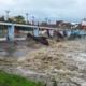 Fuertes lluvias desbordan el río Yayabo en el centro de Cuba
