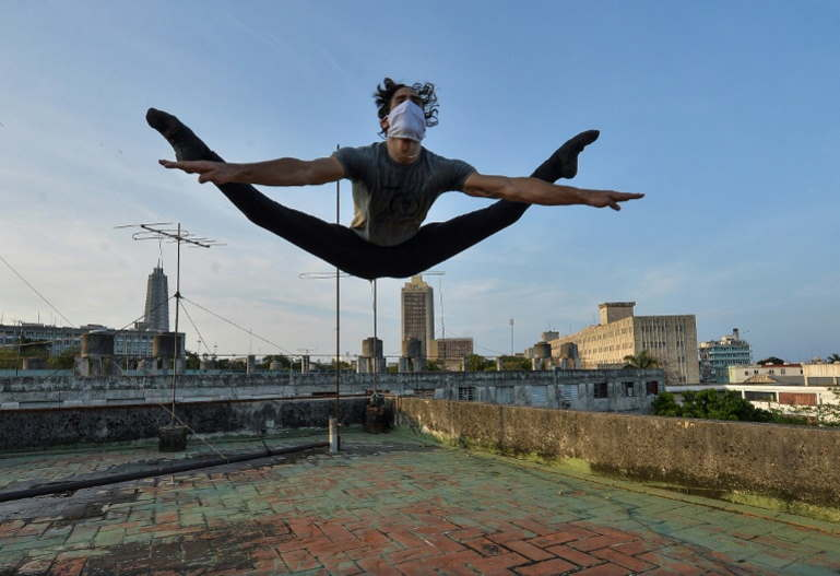 Artists, athletes cling to their dreams on Havana's rooftops
