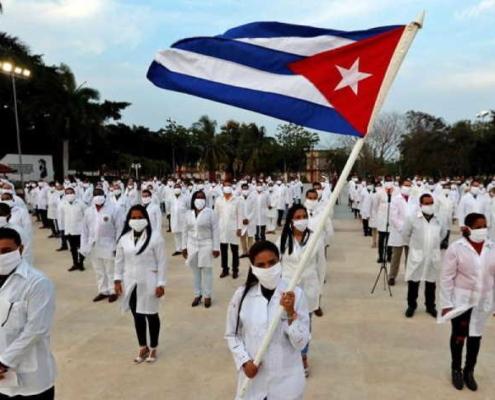 590 médicos cubanos trabajan en México por la pandemia de coronavirus