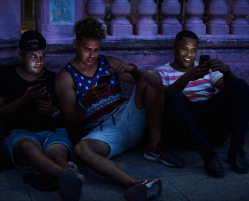 """El paquete"",Cuba's Offline Quarantine"