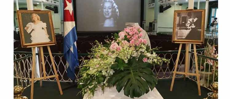 Famous Cuban Vedette Rosita Fornes' wake opened in Cuba