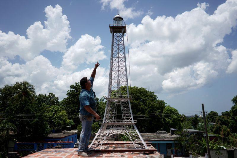 La Havane, le `` Paris des Caraïbes '', a sa propre tour Eiffel