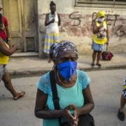 Cubanos celebran a sus santas pese a rebrote de COVID-19