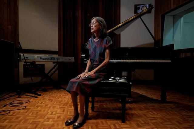 Un accordeur de piano cubain aveugle a du mal à joindre les deux bouts