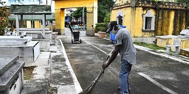 Cubans preserve Havana's Chinese cemetery heritage