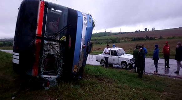 Accidente de tránsito en Santiago de Cuba provoca 26 lesionados