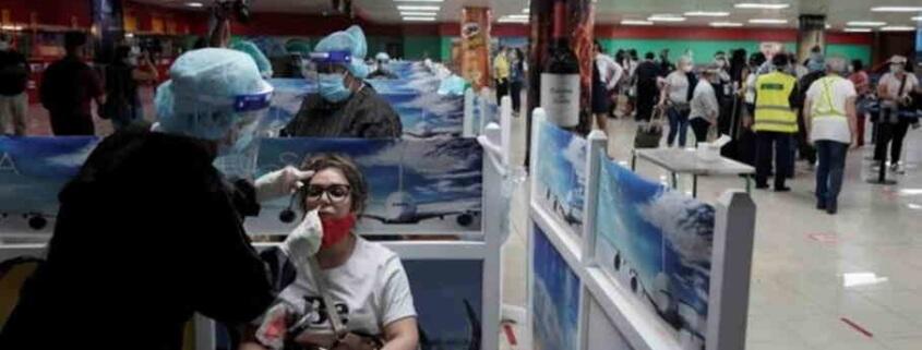 Cuba reduce vuelos internacionales y aplica severas medidas a viajeros