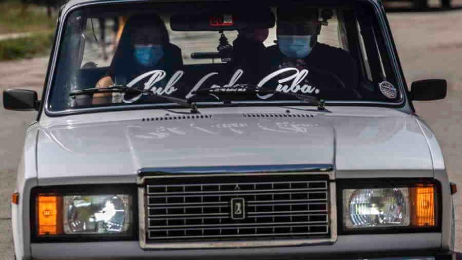 Héritage de l'ère soviétique, les voitures Lada éveillent les passions des Cubains