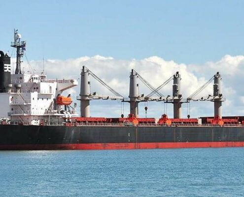 Cubanos atrincherados en barco son evacuados por autoridades de Islas Caimán