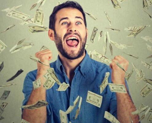 Presunto error bancario hace que cubanos amanezcan con millones de CUC en sus cuentas