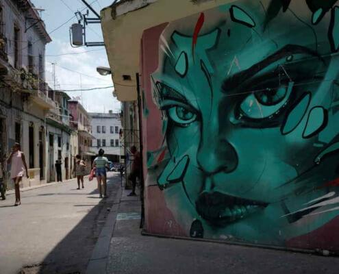 Poing levé, menottes pendantes: un instantané de la dissidence cubaine