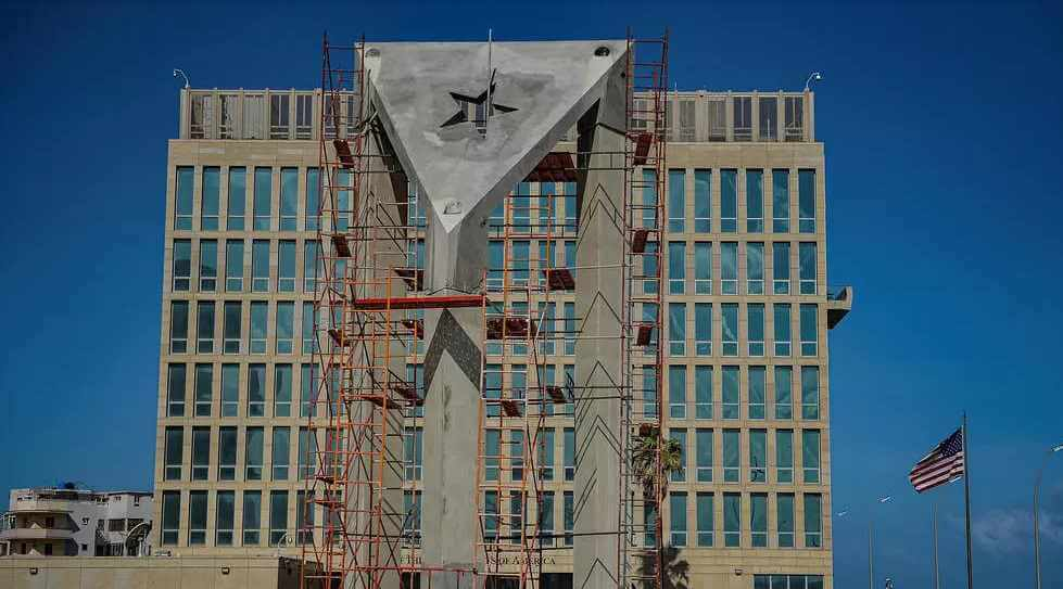 A La Havane, un gigantesque drapeau en béton défie l'ambassade américaine