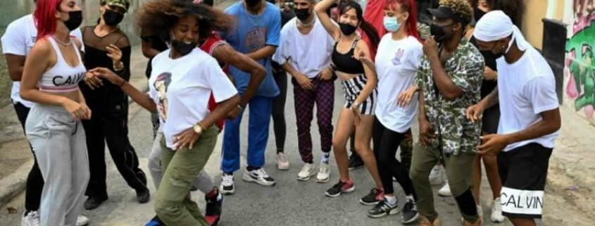 Le cocktail gagnant de jeunes Cubains :Hip-hop, salsa et internet