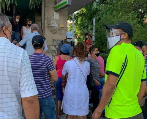 Suspension du dépôt en dollars est un nouveau coup dur pour les Cubains