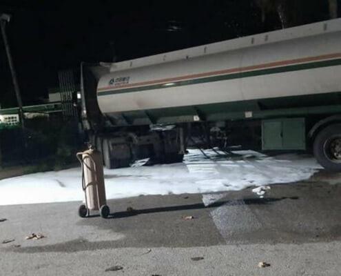 Un camión derrama por accidente 11.000 litros de gasolina en Varadero