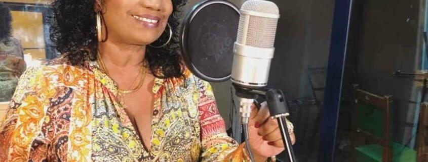 Regala Zunilda Remigio un CD homenaje a la gran Merceditas Valdés
